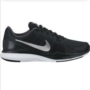 Nike women's black running shoes tr 7